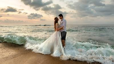 Giant wave ruins newlyweds ocean-side picture